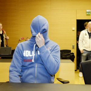 Syytetty Helsingin Töölössä pyöräilijän menehtymiseen johtaneen syyteasian pääkäsittelyssä Helsingin käräjäoikeudessa syyskuussa 2015.