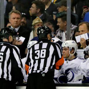NHL-erotuomareita.