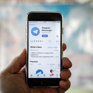 Viestintäsovellus Telegram älypuhelimen näytöllä.