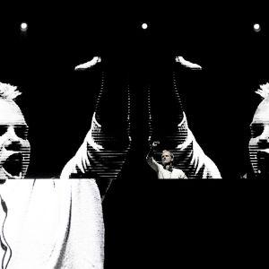 DJ Avicii keikalla Lissabonissa toukokuussa 2016.