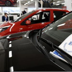 Autoja myynnissä Delta Auto Herttoniemi -autoliikkeessä Helsingissä 18. huhtikuuta 2018.