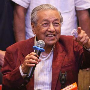 Mahathir Mohamad, Malesian vaalien voittaja, pitää puhetta vaalivoiton jälkeen.