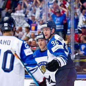 Suomi Leijonat juhlii jääkiekon MM 2018 Mikko Rantanen