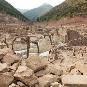 Mansilla de la Sierran tekojärvi Espanjassa oli lähes tyhjä elokuussa 2017 ankaran kuivuuden takia. Järven rakentamisen takia veden alle jäänyt kylä tuli nähtäville.