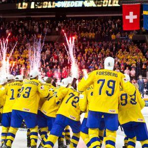 Ruotsi juhlii maailmanmestaruutta Kööpenhaminan jäähallissa.