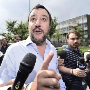 Oikeistolaisen La Lega -puolueen johtaja Matteo Salvini osallistui hallitusohjelmasta järjestettyyn jäsenäänestykseen Milanossa.