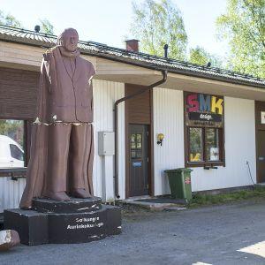 Juhani Tammisen patsas.