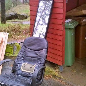 hylättyjä huonekaluja
