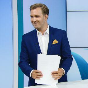 Johannes Tabermann juonsi perjantaina viimeiset ruotsinkieliset uutiset Ylen aamu-tv:ssä.