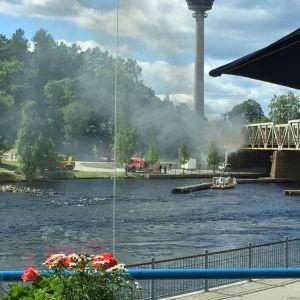 Siltapalosta leviävää savua Tampellasta kuvattuna.