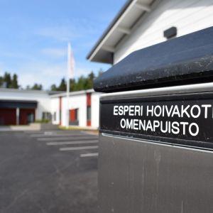 Hoivakoti Omenapuiston postilaatikko