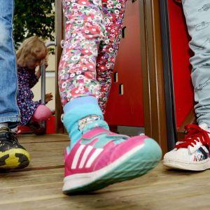 Lapsia leikkimässä päiväkodissa.