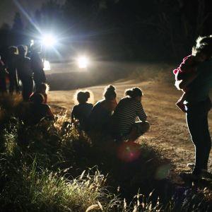 yhdysvaltoihin pyrkiviä siirtolaisia.