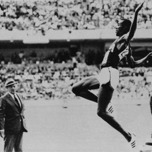 Bob Beamon maailmanennätys Mexico 1968