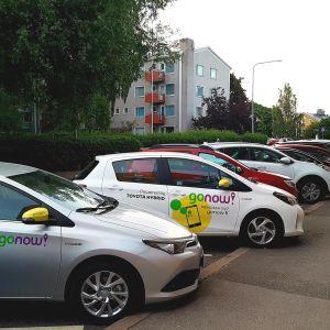 Go now-palvelun yhteiskäyttöautoja Helsingissä kesäkuussa 2018.