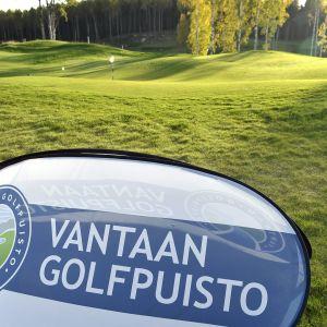 Vantaan Golfpuisto kuvattuna Vantaan Petikossa syyskuussa 2017.