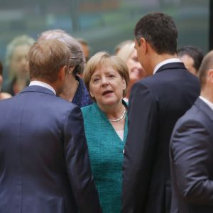 Angela Merkel yhdessä Donald Tuskin ja Pedro Sanchezin kanssa.
