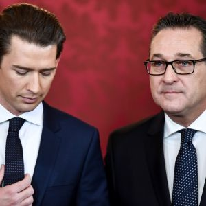 Itävallan liittokansleri ja ÖVP-puolueen johtaja Sebastian Kurz (vasemmalla) ja varaliittokansleri ja FPÖ-puolueen johtaja Heinz-Christian Strache.