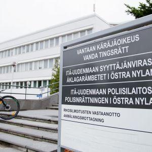 Opaste Vantaa käräjäoikeustalolle.