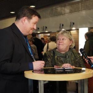 Milko Vesalainen ja Tuulikki Närhinsalo Ylen haastattelussa Lappeenrannan musiikkijuhlissa vuonna 2016.