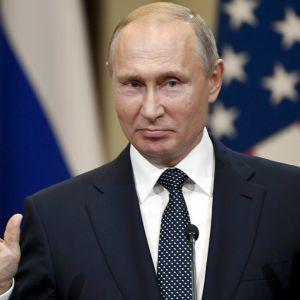 Vladimir Putin tiedotustilaisuudessa Helsingissä.