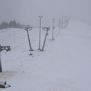 Lumetettu ja lumettamaton laskettelurinne Kaustisella