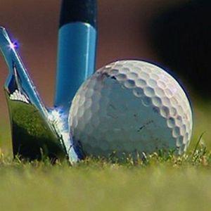Golfmaila ja -pallo.
