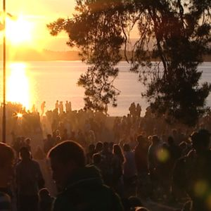 Koulujen päättymistä juhlittiin Hietaniemen uimarannalla Helsingissä 4.6.2011.