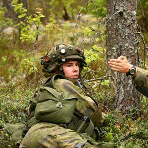 Varusmiehiä puolustusvoimain taisteluharjoituksessa.