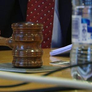Puheenjohtajan nuija kolahtaa pöytään