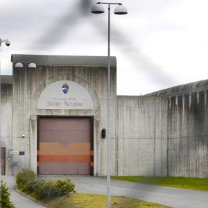 Vankilan portti.