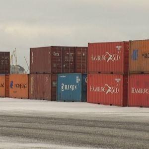 Kontteja Porin Mäntyluodon satamassa