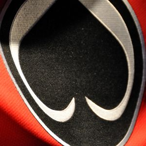 Ässien logo kuvassa