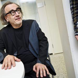 Filosofi Esa Saarinen Espoon käräjäoikeudessa.