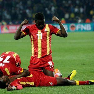 Ghanan pelaajat juhlivat voittoa.