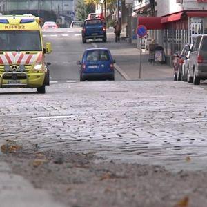 Ambulanssi Palokunnankadulla Hämeenlinnassa