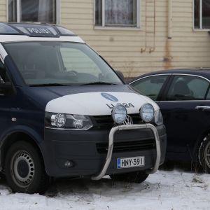 Vuorkágovas Bolesbiila Ohcejogas / Arkistokuvassa poliisiauto Utsjoella