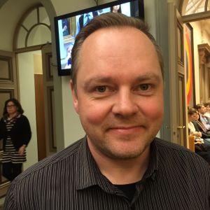 Oulun yhdyskuntalautakunnan puheenjohtaja Risto Kalliorinne (vas.)