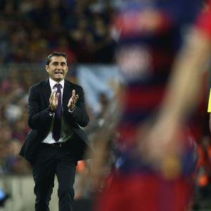 Athletic Bilbaon päävalmentaja Ernesto Valverde kentän laidalla.