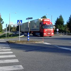 Valtatie 3 kulkee Laihian keskustan läpi.