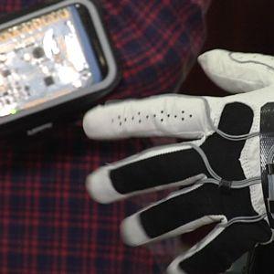 Jyväskylän yliopistossa kehitetty Smart hand -musiikkikäsine.