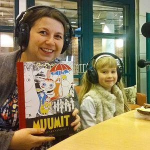 Kustantaja Saara Tiuraniemi ja seitsenvuotias Sofia Kynsilehto studiovieraina