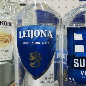Koskenkorva, Leijona ja Suomi viina pulloja Alkossa