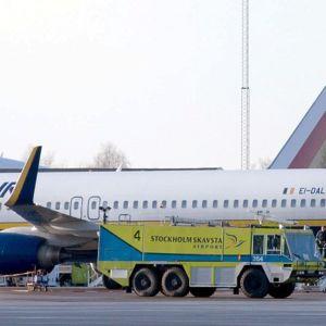 Halpalentoyhtiö RyanAir liikennöi Skvastan lentoasemalta.