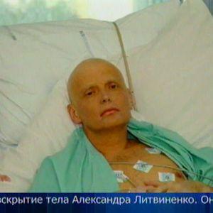 Aleksandr Litvinenko kuolinvuoteellaan Lontoossa marraskuussa 2006.