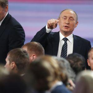 Putinin vuosittainen lehdistötilaisuus Moskovassa 17. joulukuuta 2015.