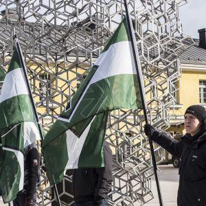 Vastarintaliike Helsingin Kampin torilla.