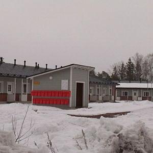 Rivitalo Sulkutiellä, Virolahdella lumisessa maisemassa