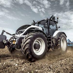 Valtran T234 -traktori.
