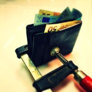 Lompakko puristuksissa